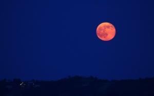 "Astazi sarbatorim solstitiu de vara si ""Strawberry Moon"""