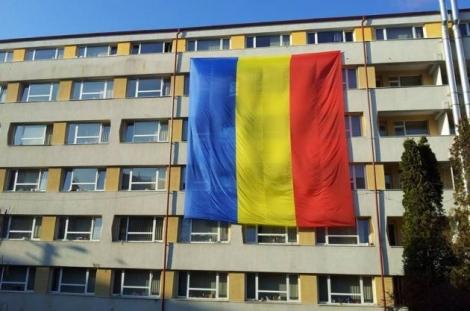 Pe caminul 3 din Observator a fost desfasurat cel mai mare drapel din Cluj