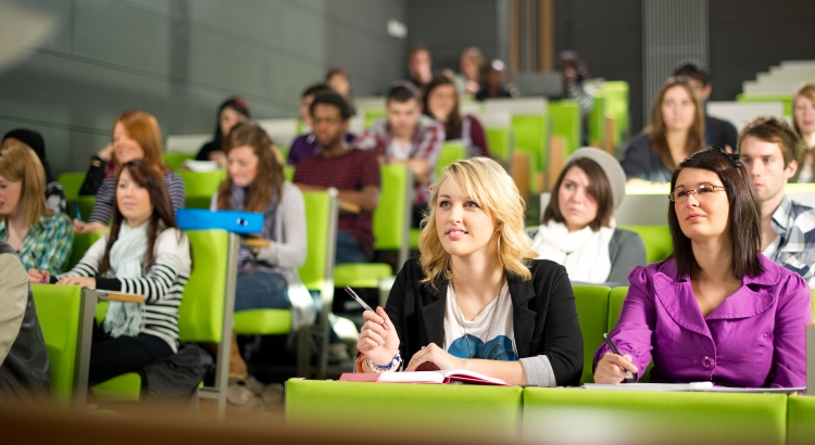 Aproximativ 15.000 studenti UBB incep facultatea din 3 octombrie