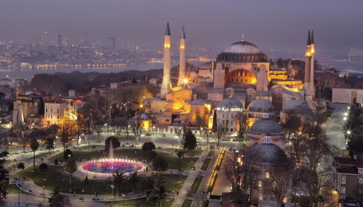 Studentii turci protesteaza impotriva islamizarii invatamantului