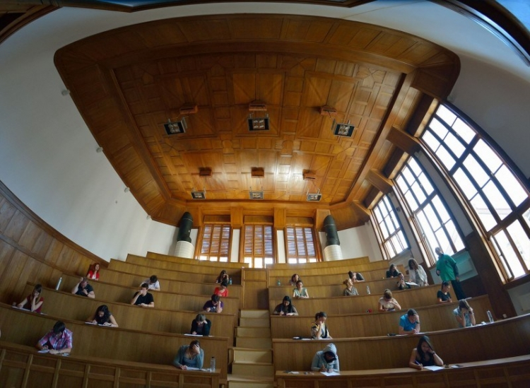 """Peste 1800 candidati la admiterea la Universitatea de Medicina si Farmacie """"Iuliu Hatieganu"""""""