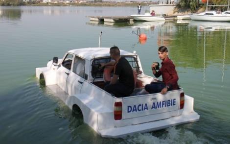 De prin tara adunate: un grup de studenti au creat Dacia Amfibie