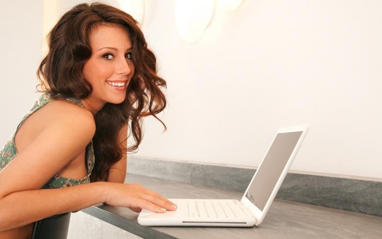 Top 3 laptopuri sub 1000 lei pentru studenti