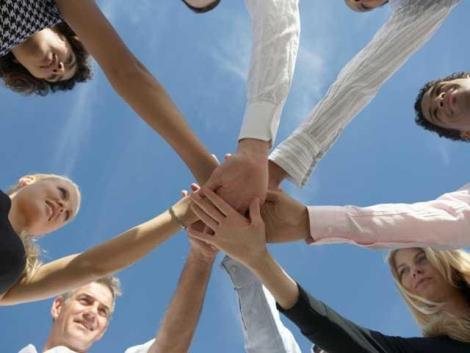 Avantajele si riscurile muncii in echipa