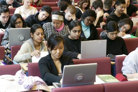 Se reduce birocratia pentru studentii din afara UE?