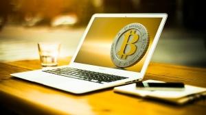 """UPHASH: Cum să fiţi la """"subiect"""", fără să pierdeţi timp pentru a studia mineritul, blockchain-uri şi criptovalute"""