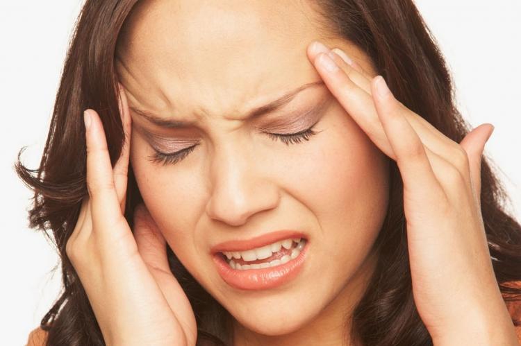 Ce cauzeaza durerile de cap