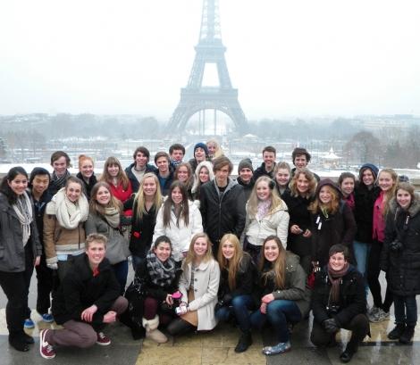 Zece companii franceze ofera burse studentilor romani