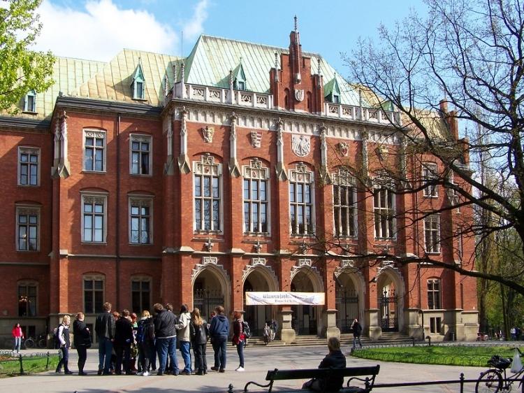 Universitatea Jagiellona din Cracovia ofera burse de studiu pentru cercetatori si doctoranzi