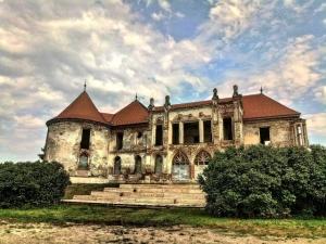 Studentii UAD vor putea participa la ateliere de arheologie si istoria artei la Castelul Banffy