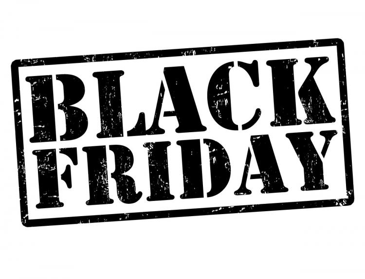 eMAG isi trimite coletele de Black Friday la clienti prin Posta Romana
