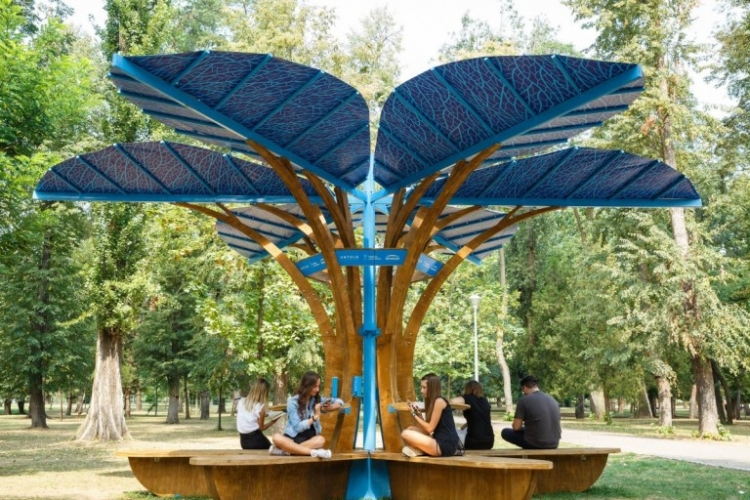 Locuitorii Clujului si turistii au la dispozitie un mobilier stradal aparte care transforma orasul intr-unul SMART