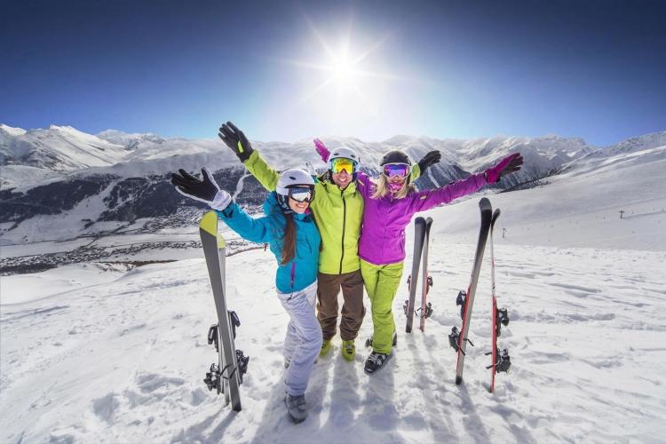 Ce zici de un sejur de schi in Alpii Francezi cu doar 170 euro?