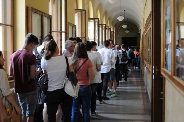 Peste 9.700 de absolventi de liceu si-au depus dosarele la UBB in primele 4 zile de inscrieri