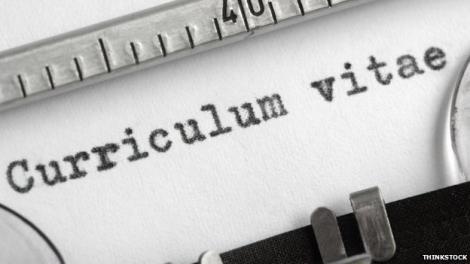 Cosmetizarea CV-ului se pedepseste mai grav de angajatori decat de Codul Penal