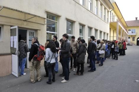 Studentii au week-end prelungit pentru a merge acasa sa voteze