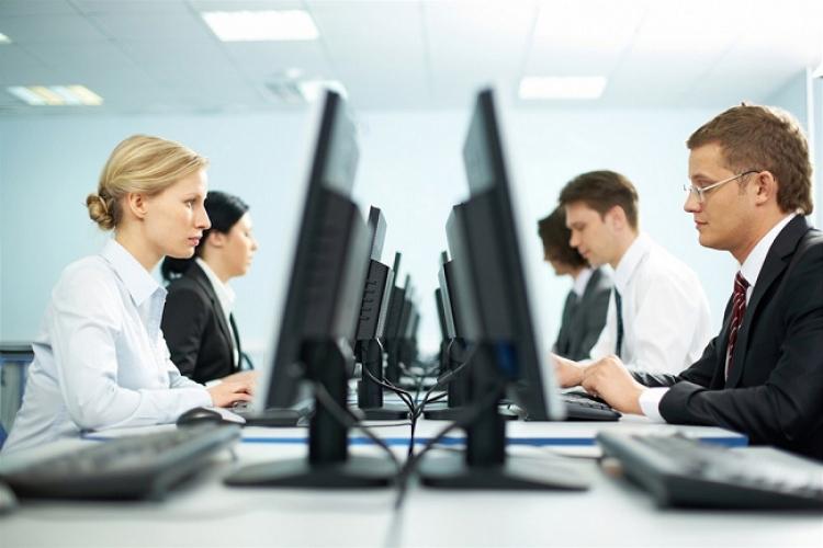 """Criza fortei de munca din IT va duce la """"importul"""" de specialisti din statele asiatice"""