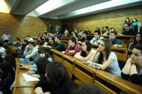 Peste 50% dintre studenti doresc sa urmeze un program de studii dupa absolvire