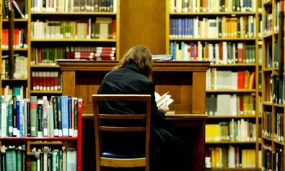 Burse studentesti pentru viitorii avocati