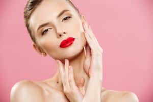Ce cadou să ii faci pielii tale pentru a-ti multumi si pentru a radia de sanatate?!