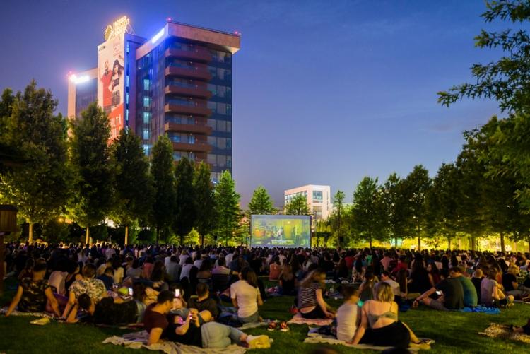 Nu rata ultimele proiectii Movie Nights din acest sezon in Iulius Parc