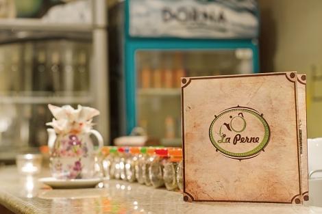 Ceainaria La Perne - unde ceaiul se combina cu banda casetelor