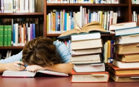 Cercetatorii recomanda un somn scurt inainte de examen