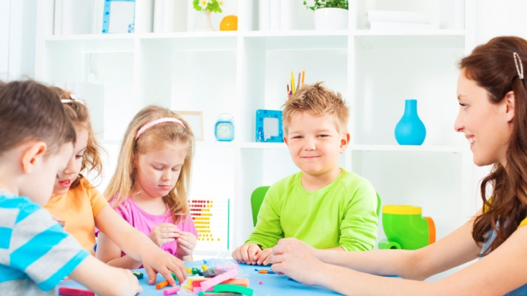 Activitati si jocuri pentru copii care ii ajuta sa isi dezvolte pozitiv personalitatea