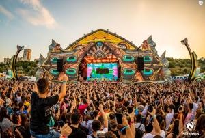 Peste 55.000 de festivalieri au petrecut la malul Marii Negre in prima zi de NEVERSEA