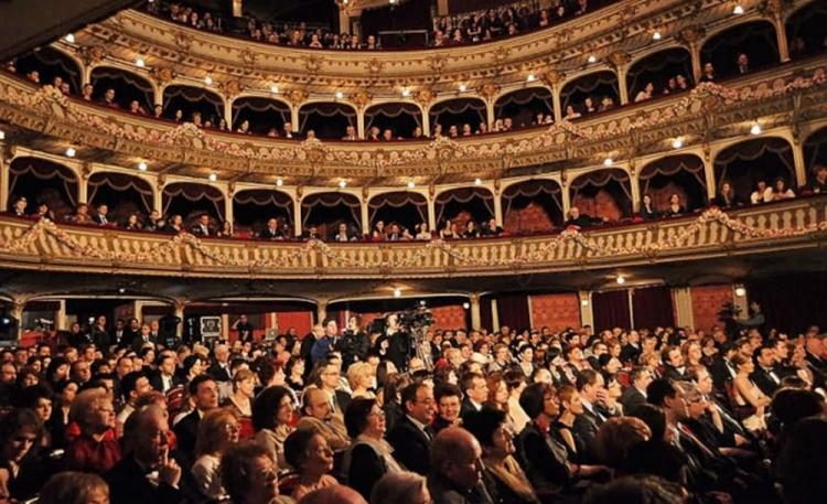 Saptamani de teatru in mijloacele de transport in comun la Cluj