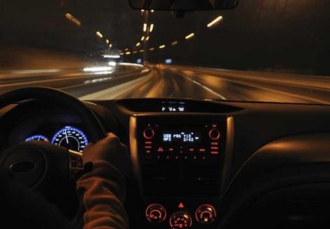 Cum sa conduci pe timp de noapte