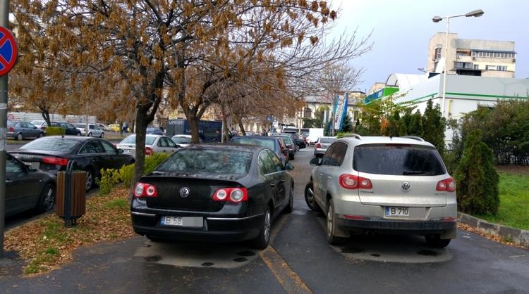 Soferii risca amenzi usturatoare daca parcheaza pe trotuar