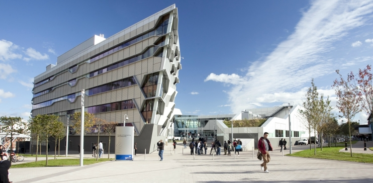 Burse in valoare de 500.000 de lire oferite de Coventry University