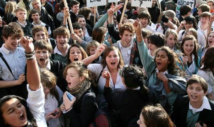 Studentii cer parlamentarilor burse si in vacanta de vara