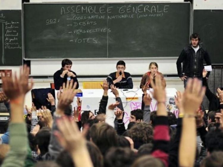 Guvernul francez ofera burse de studiu pentru masteranzi si doctoranzi