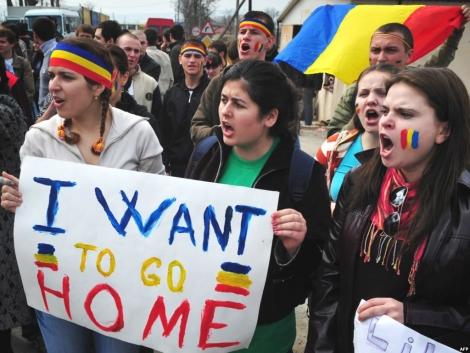Studentii romani din strainatate isi cer drepturile constitutionale